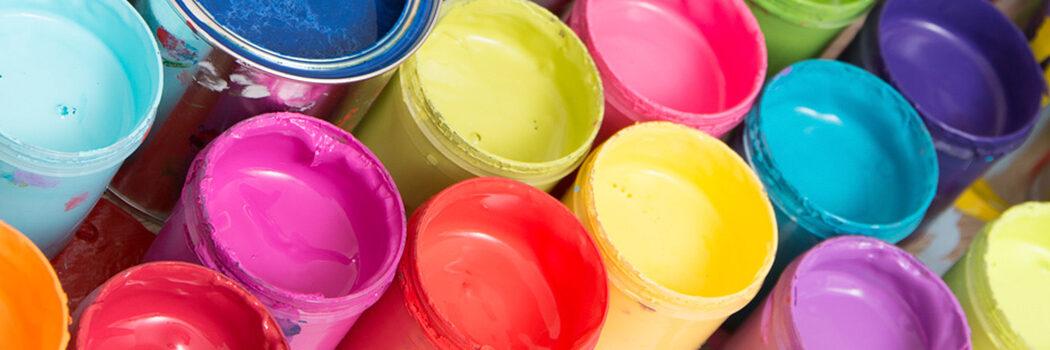 Farben, Lacke, Pinsel und Mehr bekommen Sie bei Farben Heckmeier in Augsburg.